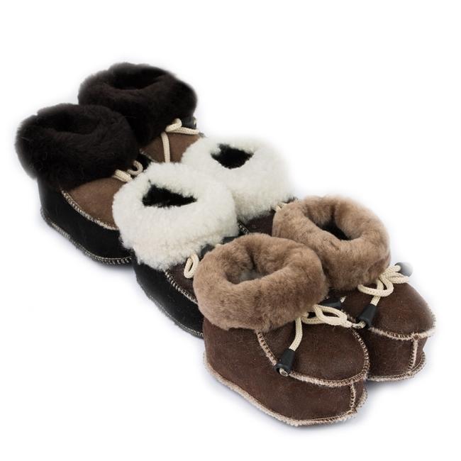 Chaussons bébé en peau agneau double face intérieur fourré laine mouton dessus cuir beige camel marron garçon fille direct tannerie importateur négociant